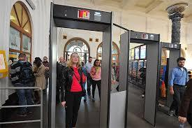 Walk through the metal detector during pregnancy